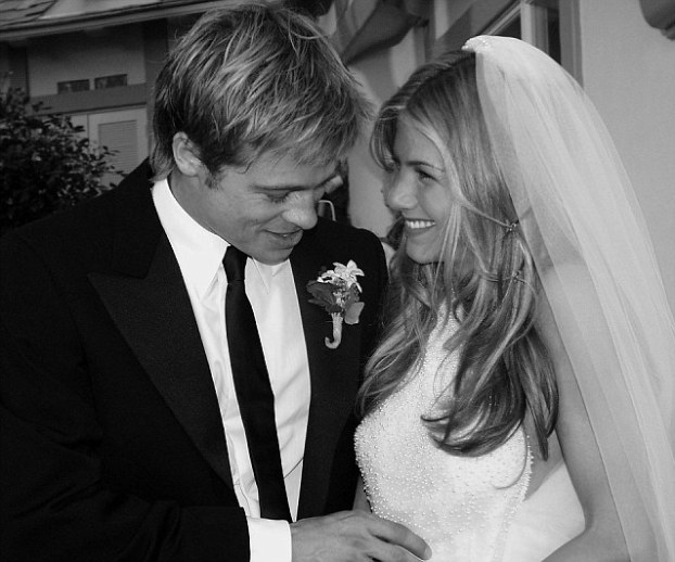 PITT AND ANISTON GETTING MARRIED