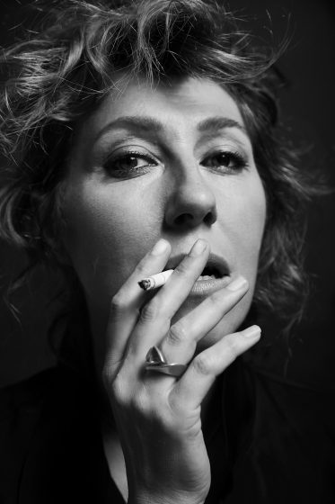 MarthaWainwright_PromoPhoto2016_SmokingBW_PhotoCredit-Carl-Lessard-373x560