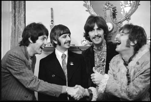 8-linda-mccartney-the-beatles-at-brian-epsteins-house-london-1967