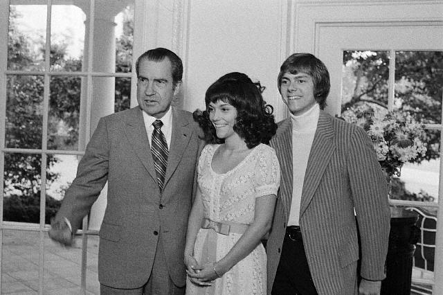 Karen & Richard Carpenter W/ Nixon